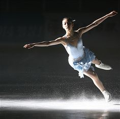 Yuna Kim lands one beautiful jump!