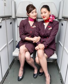 【China】 Shanghai Airlines cabin crew / 上海航空 客室乗務員 【中国】 Airline Attendant, Flight Attendant Life, China Eastern Airlines, Airline Cabin Crew, Airline Uniforms, Cool Poses, Beautiful Asian Women, Korean Fashion, Hijab Fashion