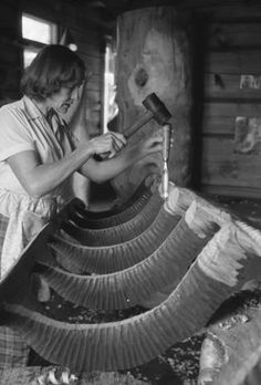 Eva Ryynänen (o.s. Åsenbrygg 1915 - 2001) oli suomalainen kuvanveistäjä.Hän käytti materiaalinaan erityisesti puuta. Ryynänen kävi Suomen taideakatemian koulun 1934-1939.Taiteilijan debyyttinäyttely oli 1940.Hän on tehnyt yli 500 veistosta(50 on ulkomailla).Ryynäsen ateljee sijaitsee Vuonislahdella 28 kilometriä Lieksasta Joensuuhun päin. Ateljee,Ryynäsen kotitalo ja pihapiirissä sijaitseva Paaterin kirkko ovat matkailunähtävyyksiä Eva Ryynäsen suurin työ on v.1991 valmistunut Paaterin… Finland, Culture