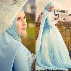 muslimweddingideasBeautiful bride ♥ Love this shade of blue! Great photo by Bridal Hijab, Hijab Bride, Wedding Hijab, Bridal Gowns, Wedding Gowns, Beautiful Hijab, Beautiful Bride, Beautiful Outfits, Muslim Brides
