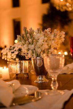 Um casamento clássico em Campinas. A noiva usou um lindo vestido de manga longa de renda, assinado pela Maison Kas.