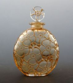 René Lalique ルネ・ラリック Flacons 香水瓶 D& 「ユリ」 全体 in 2020 Lalique Perfume Bottle, Antique Perfume Bottles, Art Nouveau, Beautiful Perfume, Bottle Art, Glass Bottles, Metal, Inspiration, Vintage Furniture