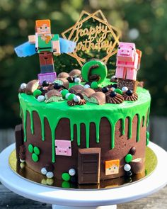 Minecraft cake with cookies and cream filling and chocolate buttercream. - Everything About Minecraft Minecraft Birthday Cake, Easy Minecraft Cake, Minecraft Crafts, Minecraft Skins, Creeper Minecraft, Minecraft Ideas, Cake Birthday, Gateau Aux Oreos, Pastel Minecraft