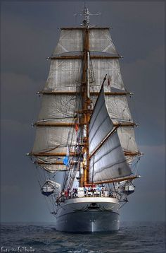 Beautiful shot, ship under sail. (via Tumbling)
