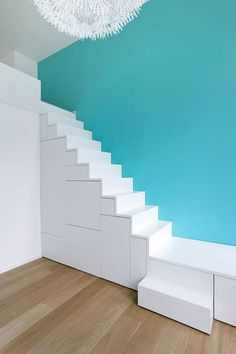 Take a look at this refreshing staircase runner - what an original conception Interior Stairs, Interior Architecture, Mezzanine Bedroom, Staircase Runner, Stair Storage, House Stairs, Small Places, Under Stairs, Staircase Design