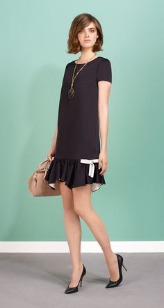 Short-sleeved dress in cotton satin. Asymmetrical pleated effect to skirt. Non-removable bows in contrast grosgrain to the sides. Teardrop neckline and back zip fastening. Fashion Mode, Fashion Outfits, Satin Dresses, Dresses With Sleeves, Dresses Dresses, The Dress, Dress Skirt, Lovely Dresses, Mode Style