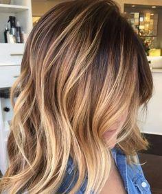 color de pelo de balayage de miel de oso pardo