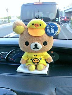 Rilakkuma looks so cute in a car!