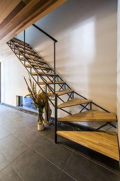 光の抜ける鉄骨階段 Steel Stairs, Floating Stairs, Patio, Stairways, Interior Architecture, Ideal Home, Home And Family, House Design, Building