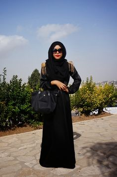 Spikes on an otherwise plain and sombre abaya make this ensemble edgy.
