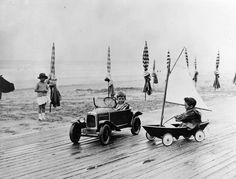 Deauville Beach from 1900 to 1938 – Fubiz Media