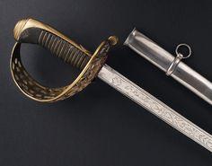 """R-282G8.- Sable para oficial de Caballería ligera, modelo 1840. España,  fechado """"1855"""". Guarnición en latón, versión de cazoleta calada. Monterilla larga. Combinado de hilo y torzal de latón afirmando la piel de lija que cubre la madera del puño. Larga hoja curva, decorada en su primer tercio y las inscripciones """"Arta. Fa. de Toledo"""" - """"Año de 1855"""". Vaina de hierro con dos anillas. Long. Total: 102,5 cm; Long. Hoja : 89 cm; Anchura base hoja: 24 mm Toledo Sword, Armada, Cold Steel, Rare Antique, Chopper, Weapons, Spanish, Antiques, Vintage"""