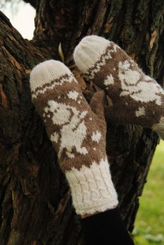 Freken Snork Mittens by FoxyChest on Etsy . Moomin, Mittens, Fairy Tales, Gloves, Boho, Woman Fashion, Knitting, Handmade, Kawaii