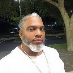 Oh my God, this man is gorgeous!the beard speaks volumes! Gorgeous Black Men, Fine Black Men, Handsome Black Men, Fine Men, Beautiful Men, Beautiful People, Dark Man, Black Men Beards, Black Men Hairstyles