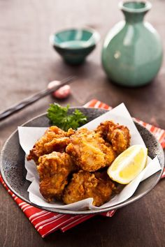 Chicken Karaage 鶏の唐揚げ - Karaage is Japanese fried chicken that is fried to perfection with a crisp texture on the outside and super juicy and tender on the inside. If you enjoy strong garlic flavor, definitely go with this one! Easy Japanese Recipes, Japanese Dishes, Asian Recipes, Ethnic Recipes, Japanese Potato, Japanese Fried Chicken, Asian Cooking, Cooking Fish, Love Food