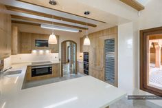 Descubra fotos de Cozinhas mediterrânicas: Luxo e Imponência | Fotografia de Arquitectura. Encontre em fotos as melhores ideias e inspirações para criar a sua casa perfeita.
