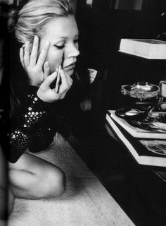 Kate Moss: prepin' for a night out. #zincdoor #colorcrave #black