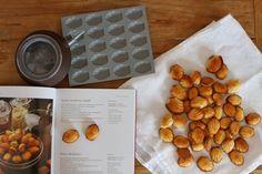 Easy recipe for tea cookies: Honey Madeleines!