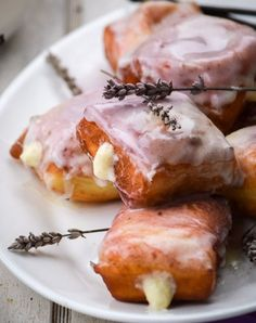 Lavender Vanilla Bean French Beignets | 14 Lavender-Infused Unique Dessert Recipes | Enjoy the Fresh Flavor and Savory Taste of these Healthy Homemade Lavender Recipes : http://homemaderecipes.com/14-lavender-unique-dessert-recipes/