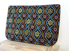 Shop for clutch on Etsy, the place to express your creativity through the buying and selling of handmade and vintage goods. Beaded Clutch, Zip Around Wallet, Turquoise, Trending Outfits, Unique Jewelry, Handmade Gifts, Vintage, Etsy, Fashion