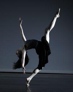 Modern Dance ♥ Wonderful! www.thewonderfulworldofdance.com #ballet #dance