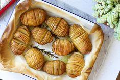 Wspaniałe ziemniaki Hasselback - przepis i prosta instrukcja jak je zrobić   Krytyka Kulinarna Almond, Garlic, Muffin, Dinner, Vegetables, Breakfast, Food, Dining, Morning Coffee