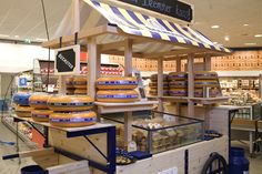 © studiomfd retail design, product display, stand design, smart cheese cart, cheese brand beemster (www.studiomfd.com)
