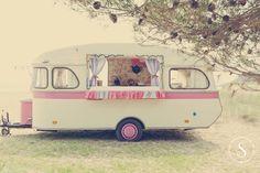Caravana vintage de crepes en la playa de Pals (Baix empordà)  Foto: Sara Frost