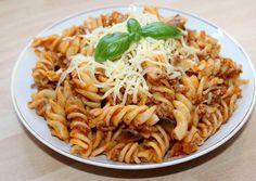 Húsos-gombás fusilli | Alajuli receptje - Cookpad receptek Fusilli, Healthy Baking, Healthy Recipes, Healthy Food, Hungarian Recipes, Hungarian Food, Food To Make, Food And Drink, Cooking