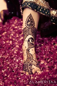 Henna Birds - Bird Deigns for Henna tattoos - The slender bird( seen none other like this) and the lotus in the paisley at the top are so feminine and catchy!!!