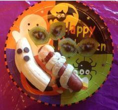 Spooky Halloween Food - love the banana ghosts