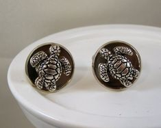 Pair of sea turtle cuff links--great gift for him. This pair is quality silver plated, cared for like silver. Nice looking cuff links for friend, family or boyfriend.