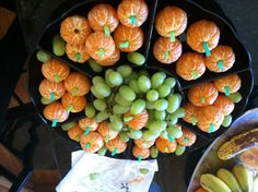 Healthy Fall/Halloween snack. Clementines, green straws and green grapes.