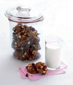 Looking to make some cookies that offer up a good source of omega 3 and 6 fatty acids? Here's a recipe for Flaxseed Hermits that can be made in advance and frozen so you always have a handy supply in your freezer for packing in your kids lunchboxes. Eat Lunch, Lunch Snacks, Kid Snacks, Hermit Cookies, Healthy School Snacks, School Lunches, Potluck Dishes, Baking Recipes, Kid Recipes