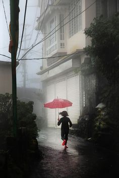 Rouge (Inde): 70x105 cm ed.16 / 80x120 cm ed.12  Christophe Jacrot photographies