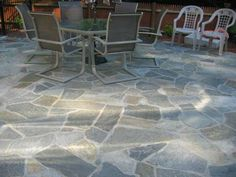 Natural Stone Backyard Patio. Laredo Blend Mosaic Flagging.  #outdoorentertaining #backyard #patio