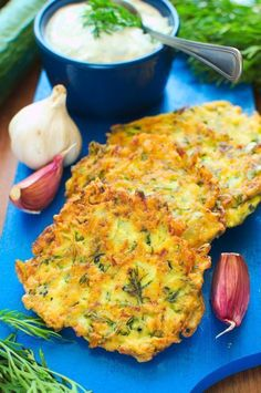 Placuszki z cukinii Veggie Recipes, Whole Food Recipes, Healthy Recipes, Healthy Meats, Healthy Food, Clean Eating, Healthy Eating, Brunch, Going Vegetarian
