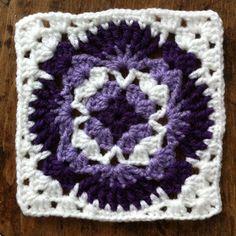 Bright Bag: Lacy granny square...free schema pattern!