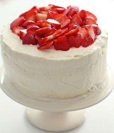 Quem não ama bolo de morango com creme? A receita de Rachel Khoo ainda leva um tempero diferente para ficar mais especial <3 Vem conferir!: