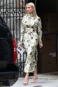 Queen Fashion, Royal Fashion, I Love Fashion, Star Fashion, Fashion Looks, Ivanka Trump Outfits, Ivanka Trump Style, Dress Body Type, Ivana Trump