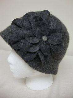 Felted Wool Cloche - Charcoal Gray - 1920s Flapper Hat - Handmade -Large Flower…