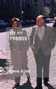 Jacqueline Kennedy Onassis And Maurice Tempelsman Take A… News Photo ...