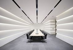 Image 7 of 15 from gallery of Midwest Inland Port Financial Town / Hallucinate Design Office. Photograph by Javier Callejas Sevilla Corporate Interiors, Corporate Design, Office Interiors, Modern Office Design, Office Interior Design, Office Designs, Office Lighting, Interior Lighting, Futuristic Interior