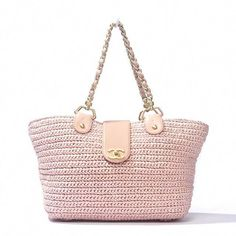 Chanel Pink Straw Bag This is an authentic Chanel purse. Made from light pink raffia this bag features gold-toned hardware light pink leather trim and the traditional leather and chain shoulder straps. Chanel Purse, Chanel Handbags, Fashion Handbags, Purses And Handbags, Chanel Pink, Chanel Bags, Bag Crochet, Crochet Purses, Novelty Handbags
