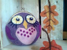 Owl kiss clasp coin purse. Change purse. hand felted coin purse on Etsy, £27.00★
