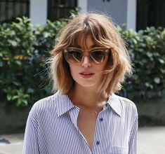 Sunglasses and messy Bob Haircut Inspiration blue and white striped shirt summer inspiration Short Haircuts With Bangs, Wavy Bob Hairstyles, Short Hair Cuts, Hairstyle Short, Messy Haircut, Haircut Bob, Short Wavy, Messy Bangs, Hairstyle Ideas