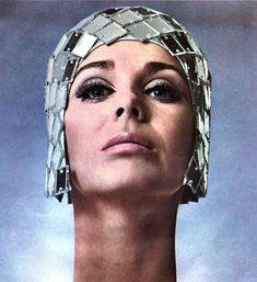 Elizabeth Arden, 1968. Retro Girls, Vintage Girls, New Year Calendar, Mama Cat, Happy New Year 2019, New Poster, Advertising Poster, Album Covers, Tumblr