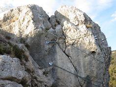 Une méthode de sécurisation des rochers sur la côte d'Azur, ici a Eze