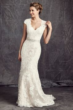♥♥♥  10 vestidos de noiva com renda (via Pinterest) Inspirações lindíssimas para todos os tipos de noiva. Escolha aqui um dos vestidos de noiva com renda e realize seu sonho mais romântico! http://www.casareumbarato.com.br/10-vestidos-de-noiva-com-renda-via-pinterest/