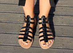 Sandalias ESPARTANAS a mano cuero negro Unisex de color, sandalias de cuero de Gladiador de MagusLeather en Etsy https://www.etsy.com/mx/listing/274315610/sandalias-espartanas-a-mano-cuero-negro
